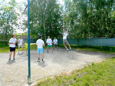 Играя в волейбол, вдохновляли осужденных