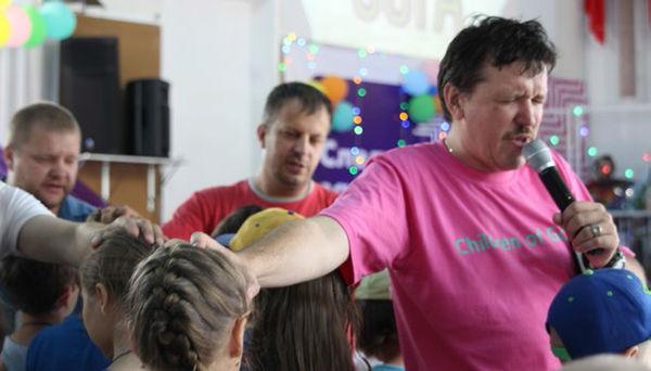 Пастор Игорь Голоскубов: «Если мы сегодня не научим детей служить и не познакомим их с Духом Святым, в 18 лет в церкви им будет неинтересно»