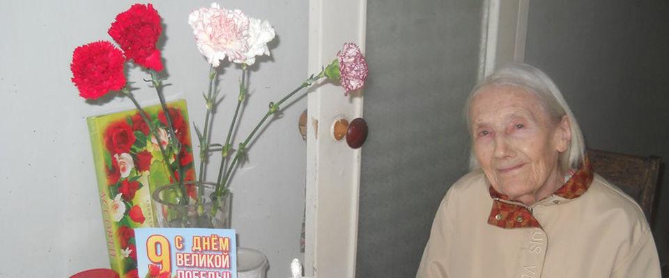 В День Победы прихожане новосибирской церкви «Миротворец» посетили своих сестёр – ветеранов и детей войны