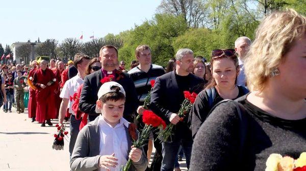 В Санкт-Петербурге прихожане и служители евангельских церквей  возложили цветы на Пискаревском мемориальном кладбище