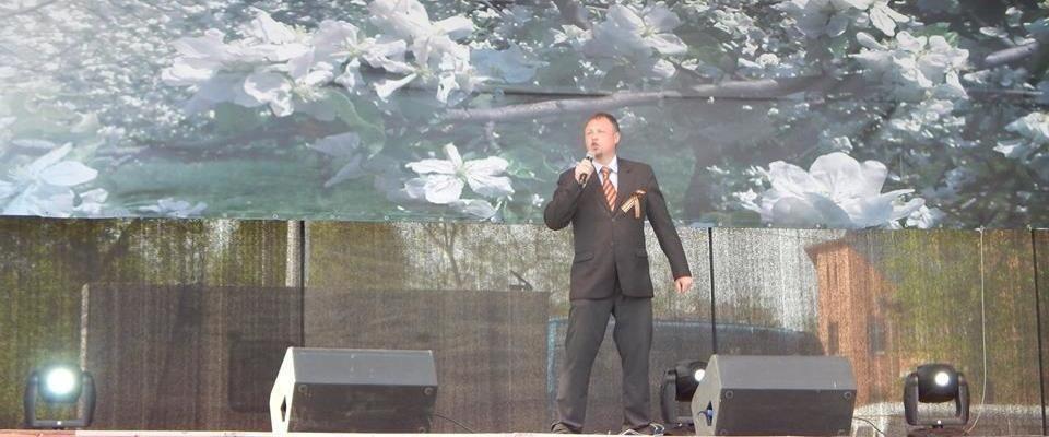 В Костроме пастор Андрей Гусев спел песню на городском концерте, посвященном Дню Победы