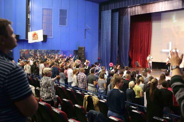 Более 400 служителей посетили семинар с Робом Де Боером