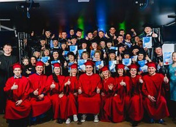 Более 70 студентов Библейских курсов завершили обучение в томской церкви «Прославления»
