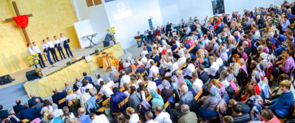 500-летие Реформации и 100-летие Евангельской церкви в Калуге отметили в церкви «Слово жизни»