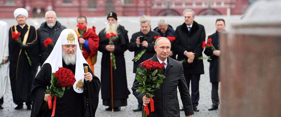 Владимир Путин и главы религиозных конфессий возложили цветы на Красной площади