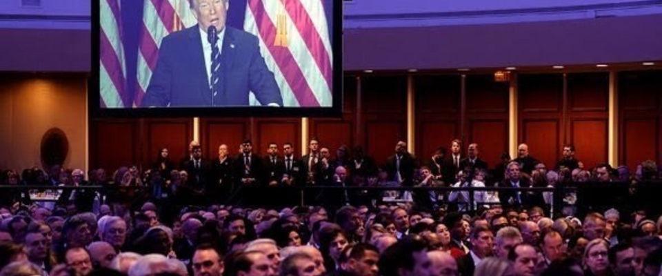 Президент США на Национальном молитвенном завтраке отметил важность веры и молитвы