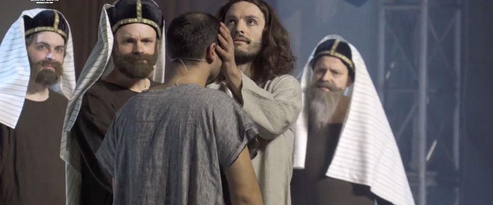 Церковь «Миссия Благая Весть» подарила жителям Санкт-Петербурга пасхальный спектакль «Сын»