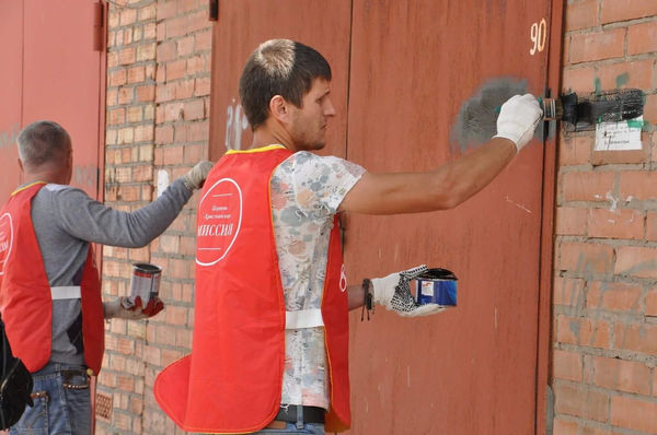 Волонтеры церкви «Христианская Миссия» в городе Шахты уничтожили более 300 рекламных надписей о наркотиках