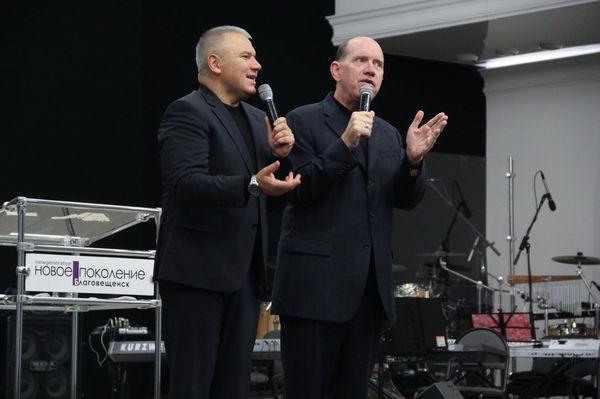 Рик и Денис Реннер служили на конференции в Благовещенске