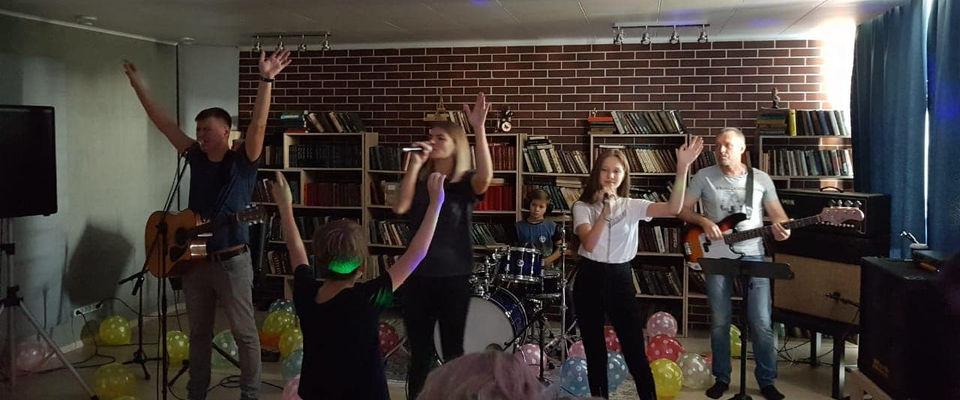 В московской церкви «Страна свободы» прошёл вечер хвалы для детей