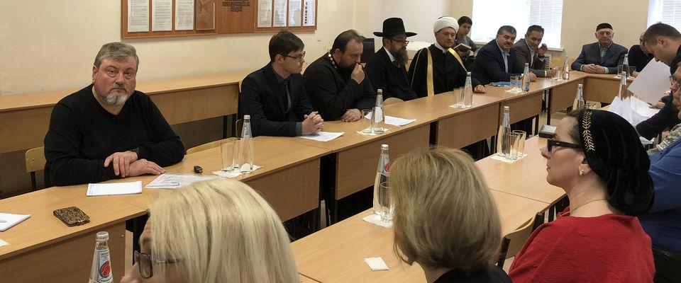 Круглый стол «Представители традиционных религий Орловской области в служении Отчизне и своей вере» прошёл в Орле