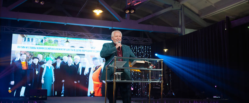 Епископ Сергей Ряховский на конференции в Новосибирске