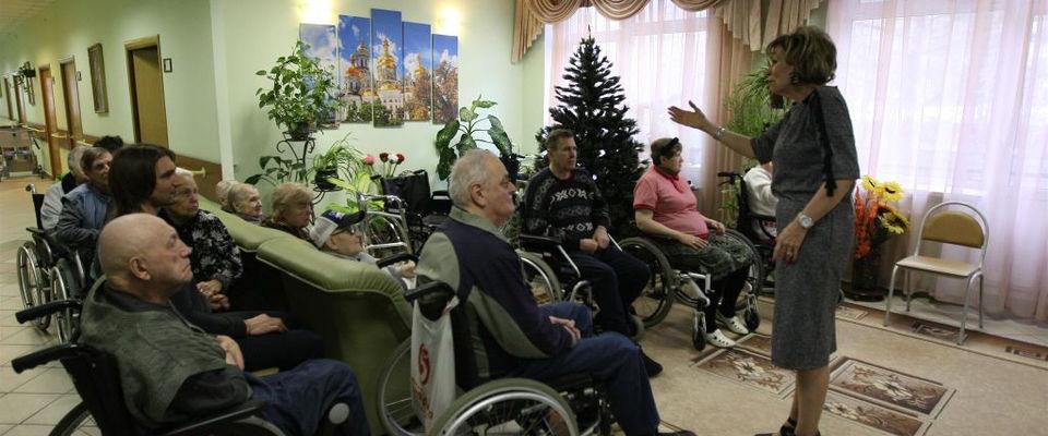 Пастор Дэнис Реннер служила в доме инвалидов