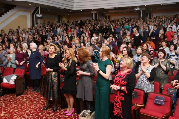 Около 4500 женщин приняли участие в женской конференции в Москве