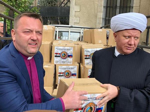 Межрелигиозная делегация из России передала гуманитарную помощь сирийцам