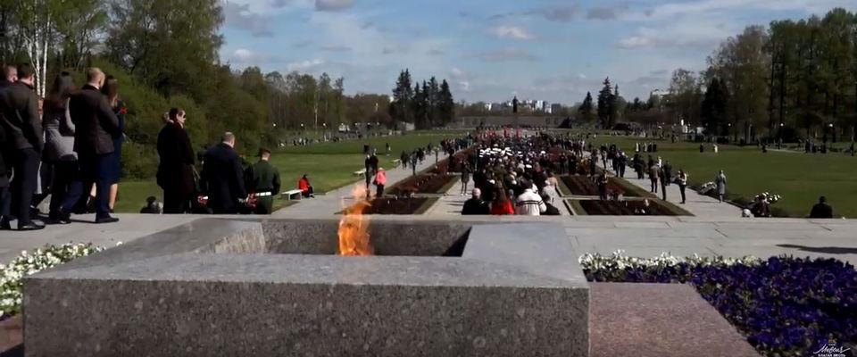 Христиане Петербурга возложили цветы на Пискарёвском кладбище