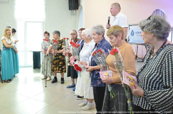 В самарской церкви ветеранов поздравили с Днём Победы