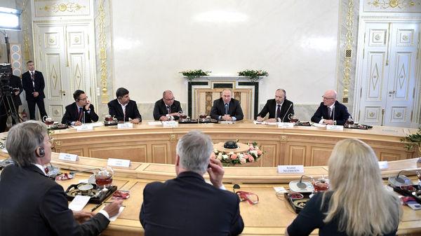 Президент РФ посоветовал читать Библию
