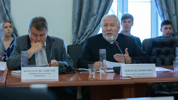 Роль религий в сфере противодействия мировым угрозам обсудили в Москве