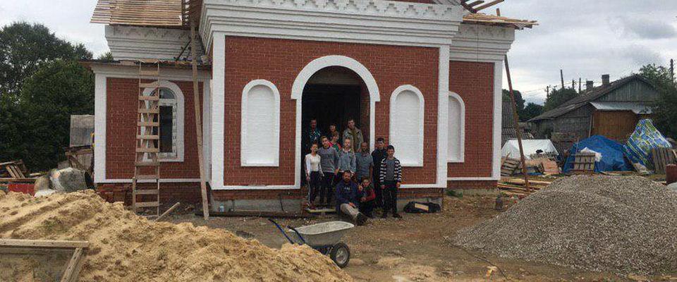 Церковь «Слово Жизни» приняла участие в строительстве храма в селе Лопатино