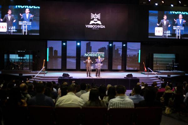 Пастор Рик Реннер проповедовал на лидерской конференции в Бразилии