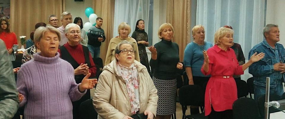 Церковь для всех поколений: в «Краеугольном камне» отпраздновали День пожилого человека