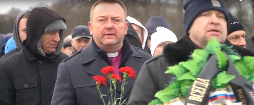 Возложение венков на Пискарёвском кладбище в день снятия блокады