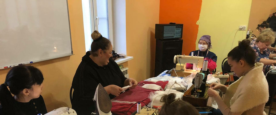Церковь в Черкесске шьёт медицинские маски нуждающимся